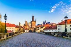 布拉格,捷克共和国:查尔斯桥梁和马拉山Strana 免版税库存照片