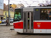 布拉格,捷克共和国 在市中心街道的电车  库存照片