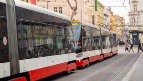 布拉格,捷克共和国 在市中心街道的电车  免版税库存图片