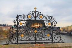 布拉格,捷克共和国 桥梁查尔斯 在地方的一个标志 免版税库存照片