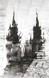布拉格,捷克:在大教堂的水坑的反射 一个艺术性的图象 北京,中国黑白照片 库存照片