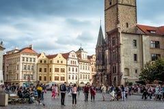 布拉格,捷克- 2016年9月05日:人们在前面 库存图片