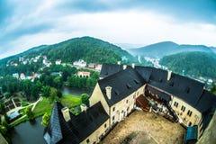 布拉格,捷克- 2016年7月02日:从老城堡Loket的看法 库存图片
