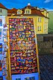 布拉格,捷克- 2017年12月31日:大小组冰箱磁铁 免版税库存图片
