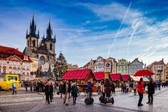 布拉格,捷克2015年12月27日:布拉格在老镇中心的圣诞节市场 库存图片