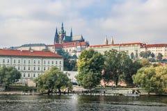 布拉格,捷克- 2016年10月16日:普拉哈加州都市风景  图库摄影