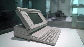 布拉格,捷克- 2019年3月28日:梅肯套希便携式1989年计算机 影视素材