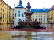 布拉格,捷克- 2017年12月31日:科尔` s喷泉的看法在布拉格宫殿在老镇布拉格 图库摄影