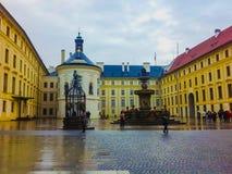 布拉格,捷克- 2017年12月31日:科尔` s喷泉的看法在布拉格宫殿在老镇布拉格 免版税图库摄影