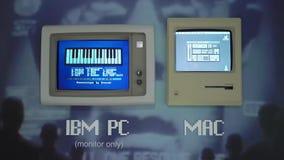布拉格,捷克- 2019年3月28日:麦金塔电脑和IBM个人计算机OS 影视素材