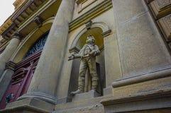 布拉格,捷克- 2015年8月13日, :特写镜头雕象Rudolfinum音乐观众席如被看见从前面,美好 图库摄影