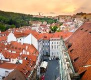 布拉格,捷克- 2017年4月18日:一点镇中心屋顶 库存照片