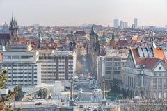布拉格,捷克- 2016年3月14日:与老镇的布拉格都市风景 图库摄影