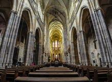 布拉格,捷克- 2012年6月18日:圣Vitus大教堂内部,主要大教堂在布拉格 库存图片