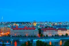 布拉格,捷克- 2016年6月16日:在伏尔塔瓦河河和布拉格的顶视图 库存照片