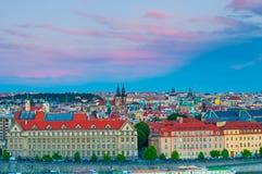 布拉格,捷克- 2016年6月16日:在伏尔塔瓦河河的顶视图 免版税图库摄影