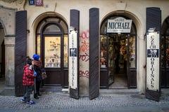布拉格,捷克- 2016年3月5日:在passag之间的商店 图库摄影