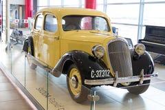 布拉格,捷克- 2016年2月10日:斯柯达急流从1935年在瓦茨拉夫Havel机场布拉格 免版税库存照片