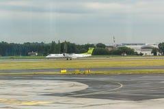 布拉格,捷克- 2017年6月16日:空气波儿地克的航空公司波音登陆在瓦茨拉夫Havel布拉格国际性组织的 免版税库存图片
