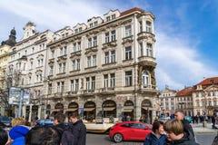 布拉格,捷克- 2016年3月5日:老镇的名牌商店在布拉格,捷克 2016年3月5日 免版税图库摄影