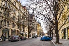 布拉格,捷克- 2016年3月5日:老镇的名牌商店在布拉格,捷克 2016年3月5日 库存图片