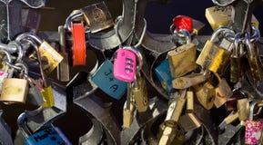 布拉格,捷克- 2015年1月01日 在查家的爱锁 免版税库存图片