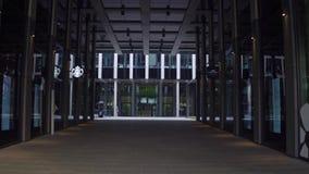 布拉格,捷克- 2016年12月3日 对现代玻璃商业中心的入口 免版税库存图片