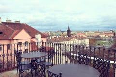布拉格,捷克2012年12月26日-布拉格看法从Petrin小山的在布拉格-布拉格塑象美丽的景色  库存图片