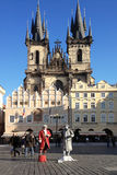 布拉格,捷克- 2012年11月13日-活雕象街道 库存照片