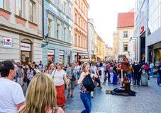 布拉格,捷克- 9月7 :游人徒步街道我 图库摄影