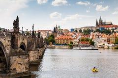 布拉格,捷克- 7月18 :看法向伏尔塔瓦河河从 免版税图库摄影