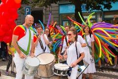 布拉格,捷克- 12 08 2017年:布拉格自豪感2017年 LGBT同性恋游行的人们在威严在布拉格 免版税库存照片