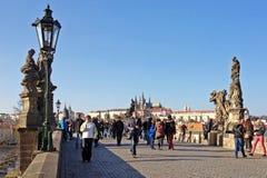 布拉格,捷克- NOVEMBER13, 2012年:查尔斯桥梁, s 免版税图库摄影