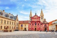 布拉格,捷克REPUBLIC-SEPTEMBER 05日2015年:在圣徒附近Vitus大教堂的区域  天主教大城市大教堂在布拉格, Th 免版税库存照片