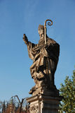 布拉格,查理大桥-雕象StAugustyn,捷克 库存图片