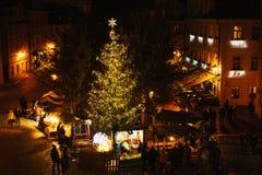 布拉格, 2016年12月13日:夜圣诞节装饰 夜圣诞节市场在城市广场 圣诞节欧洲 库存照片