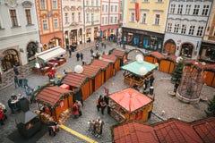 布拉格, 2016年12月13日:正方形称在圣诞节的老镇中心旁边位于的小正方形 愉快 免版税图库摄影