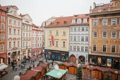 布拉格, 2016年12月13日:正方形称在圣诞节的老镇中心旁边位于的小正方形 免版税库存图片