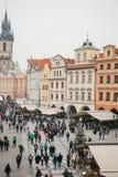 布拉格, 2016年12月13日:老镇中心在布拉格在圣诞节 圣诞节市场在城市的大广场 免版税库存图片