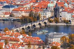 布拉格, Czezh共和国 风景老拖曳的秋天鸟瞰图 免版税库存图片