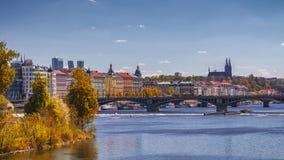 布拉格, Czezh共和国 风景老拖曳的秋天鸟瞰图 免版税库存照片