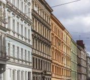 布拉格-五颜六色的大厦墙壁  免版税库存照片