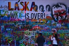 布拉格-列侬的墙壁 免版税库存图片