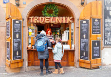 布拉格 卖trdelnikov的商店 图库摄影
