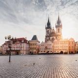 布拉格 圣母玛丽亚的Tyn大教堂日出的 免版税库存照片
