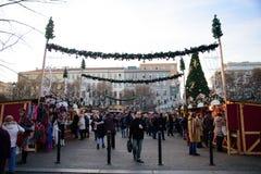 布拉格- 12月07 :人们被会集在圣诞节街道标记 库存图片