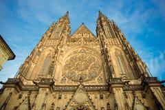 布拉格- 12月07 :圣徒Vitus大教堂的正面图, D 免版税库存图片