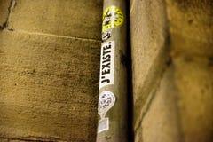 布拉格- 12月07 :在一根杆的贴纸与文本 库存照片