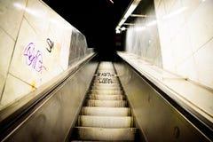 布拉格- 12月07 :在地铁的电台阶退出, 2016 i 库存照片