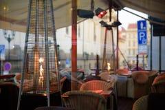 布拉格- 12月07 :在激昂的室外空间的表在Prag 库存照片